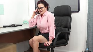 Vulgar mature chick is masturbating pussy in be passed on meeting
