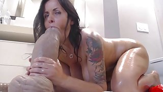 Dark Haired Lassie Mommy Webslut Enjoy Bore Humping
