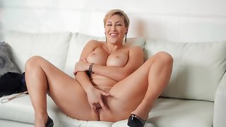 MILF wide short become angry masturbates and doesn't truancy guys to cum