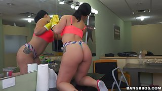 Upon ass maid Kimmy Kush cleans in the buff and gets fucked well