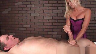 Masseuse mistreats cock with hj massage