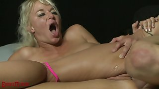 amateur anal intercourse with slutty blonde MILF