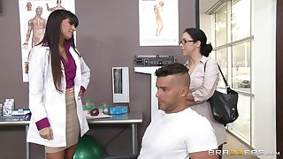 Despondent doctor Mercedes Carrera sucks a dick of their way patient and gets fucked