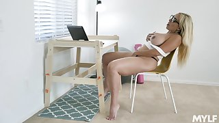 All alone nerdy light-complexioned MILF Kylie Kingston loves using vibrator for herself