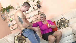 Busty mature cougar takes a distress dick helter-skelter her frowardness and pussy